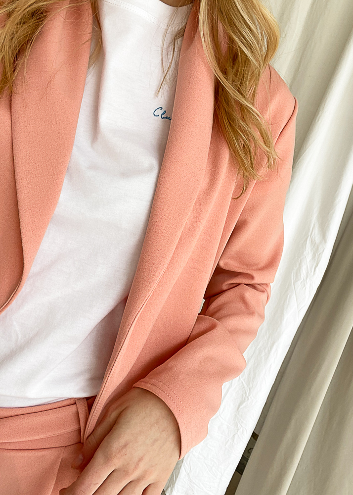 Suit in pink